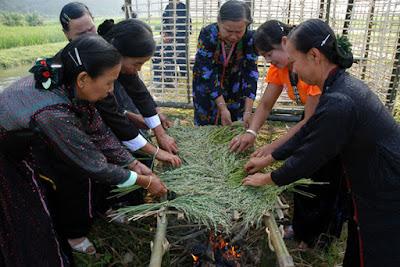 Cho thuê xe đi Hòa Bình dự lễ hội rửa lá lúa trong ngày