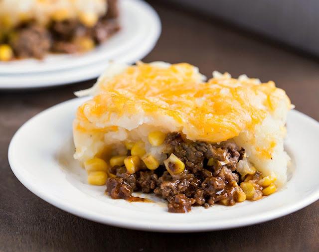 لحم بالباربكيو صوص والبطاطس بالجبن