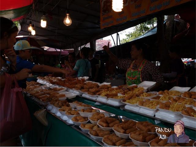 Jajanan di Pasar Chachutak