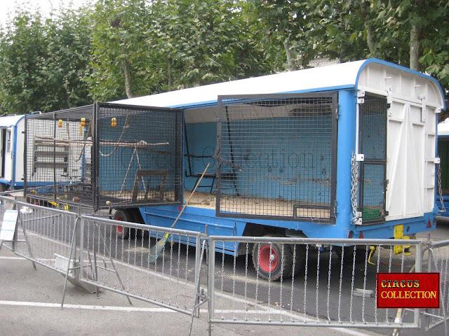 roulotte cage servant au transport du matériel sur les trains