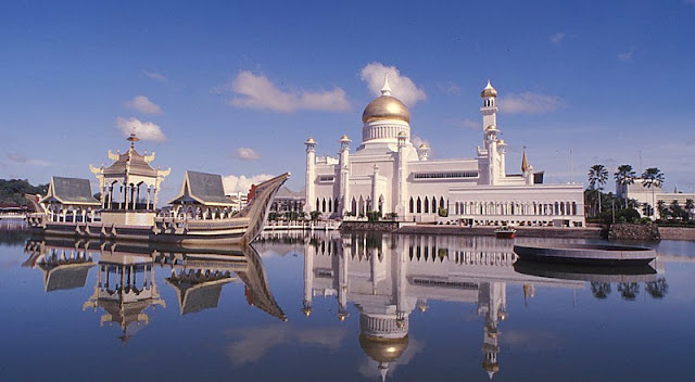 Travel to Brunei. Learn about the most beautiful and safest country