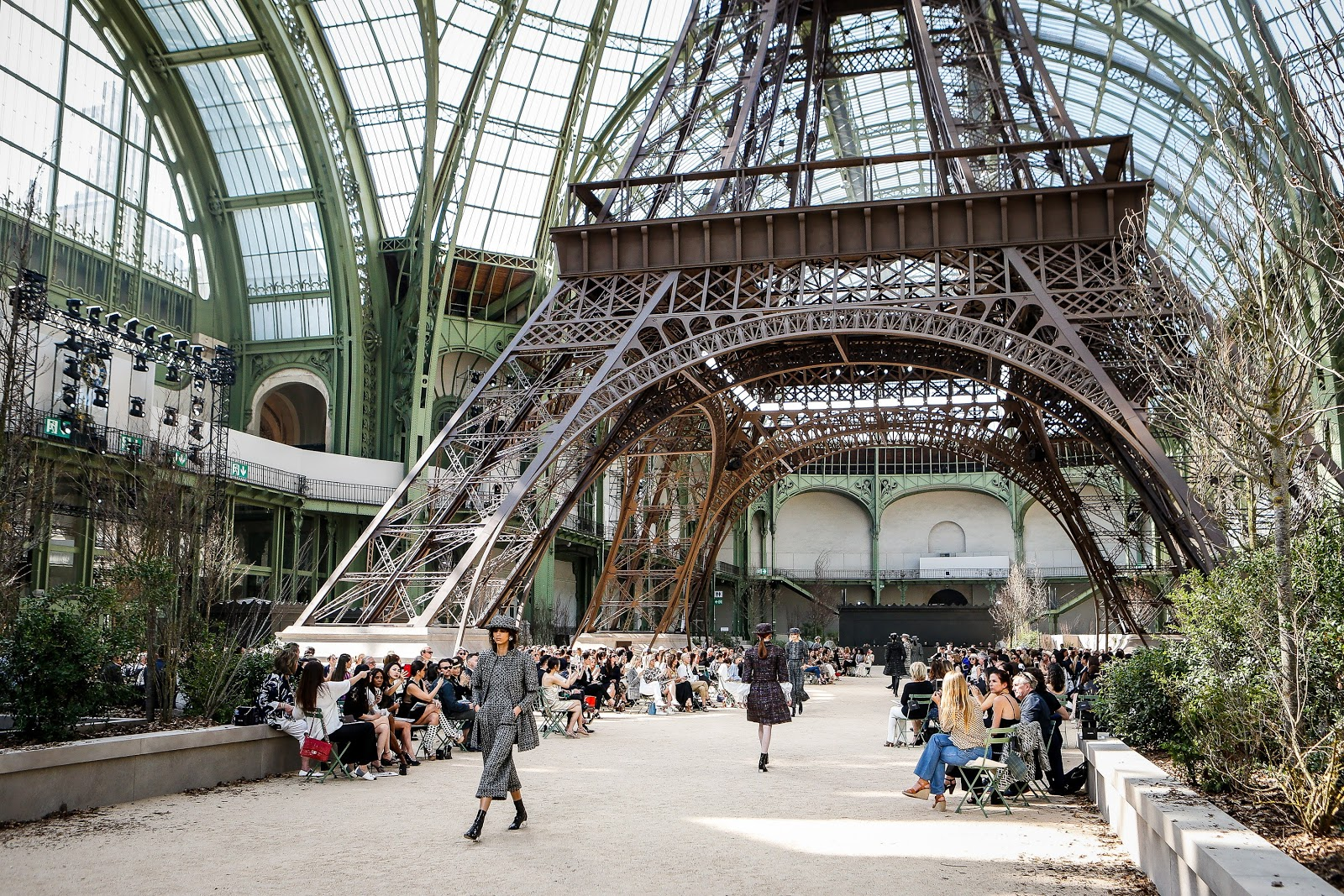 runway chanel fall 2017 couture show in paris cool chic. Black Bedroom Furniture Sets. Home Design Ideas