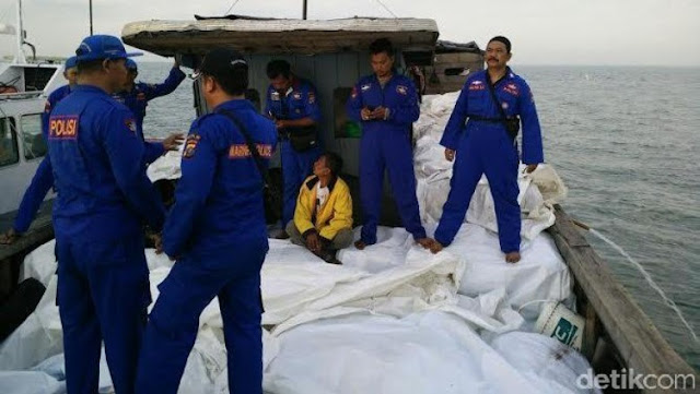 Polair Polda Sumut Tangkap Kapal Pembawa Pakaian Bekas dari Malaysia
