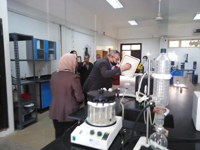 جامعة الفيوم: كلية الصيدلة تتسلم أحدث الأجهزة على مستوى الجامعات المصرية لمعمل بحوث المنتجات الطبيعية
