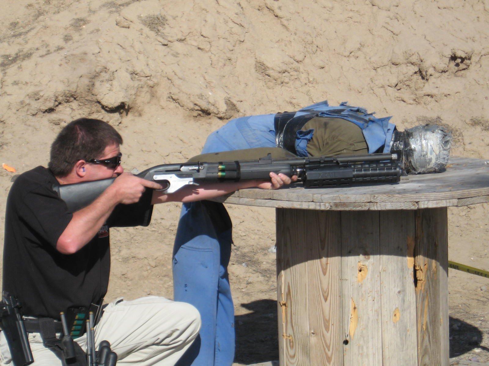 Ένα σύστημα XRAIL προσαρμοσμένο σε λειόκαννο REMINGTON 1100 σε αγώνα 3-GUN. 5c8e366d402