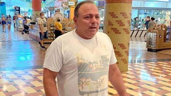 ministro eduardo pazuello flagrado mascara shopping