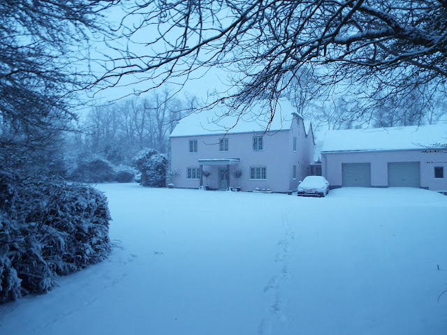 farmhouse snow wiltshire blog