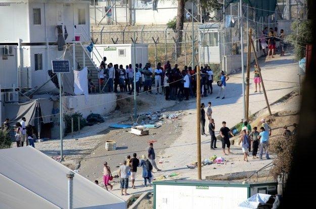 Διεθνής Αμνηστία: Να μεταφερθούν οι πρόσφυγες από τα νησιά στην ηπειρωτική Ελλάδα