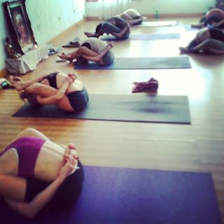 http://www.ashtangayogabsas.com/2014/02/fotos-clases-ashtanga-yoga.html