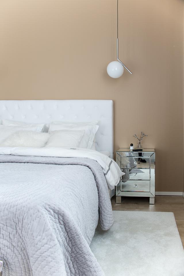 Villa H, makuuhuoneen sisustus, Flos ic s1, Flos ic lights, yövalot