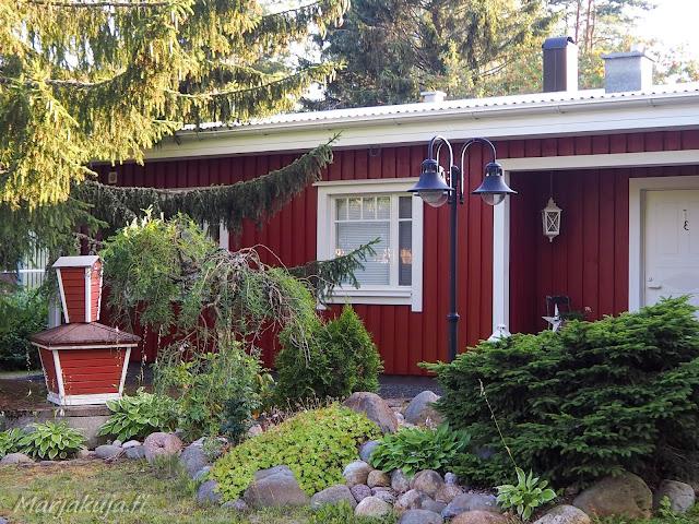 Punaisen puutalon huoltomaalaus linnea titan ulkomaalilla ja ruukin räystäiden vaihto, julkisivu kuntoon.
