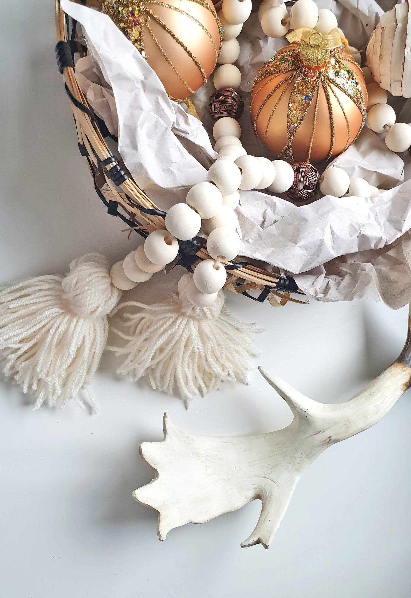 Łańcuch z drewnianych koralików