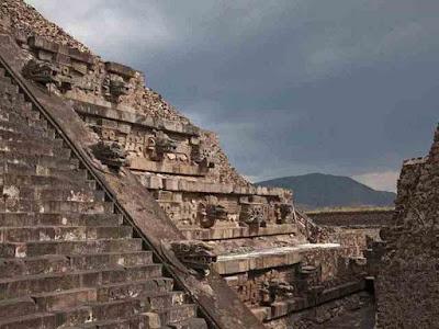 Pirâmide-da-Serpente-Emplumada