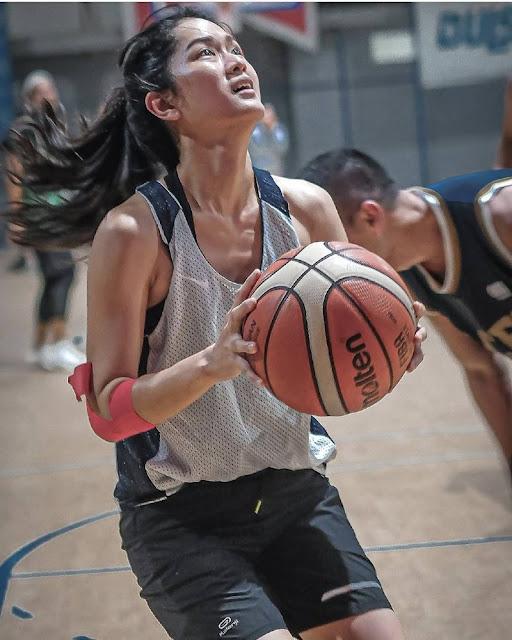 Prisia Nasution Bermain Basket
