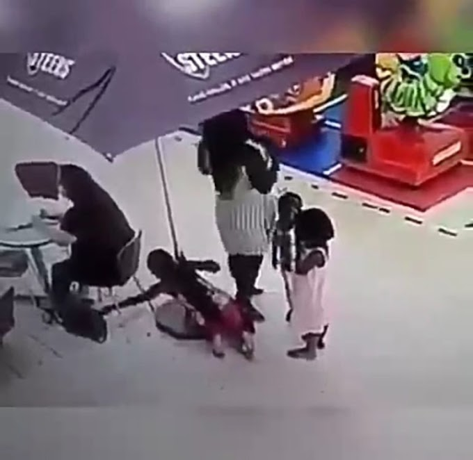 Little girl caught on camera as she stole a lady's bag while her mother watched (Video)