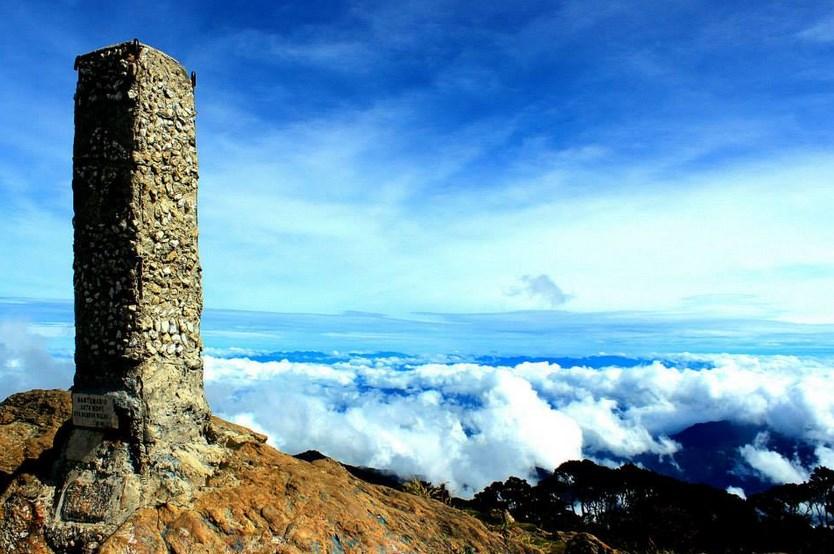 Siapa nama penkaluk gunung Altimojong pertama