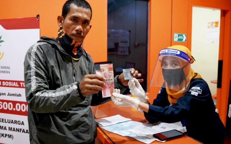 BST Disalurkan, KPM Batam Kota Ramaikan Kantor Pos