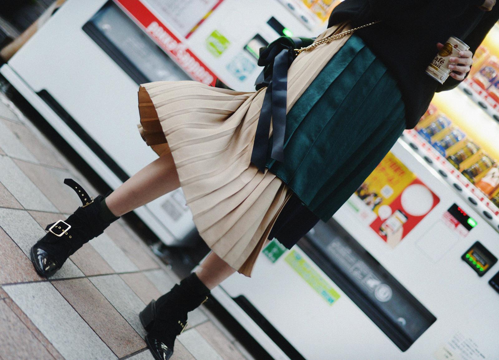 Asymmetric Pleated Skirt ASTRAET Sacai Uniqlo Tokyo Japan / FOREVERVANNY.com