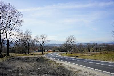 Widok na pasmo Karkonoszy spod wieży widokowej w Radomierzu