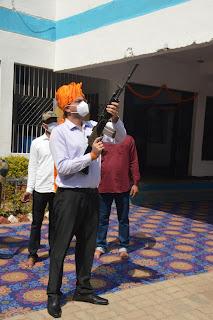 विजय दशमी के अवसर पर पुलिस अधीक्षक जबलपुर द्वारा की गयी शस्त्र एवं वाहन पूजा