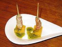 Pincho de langostino y mango y sardinas con mango