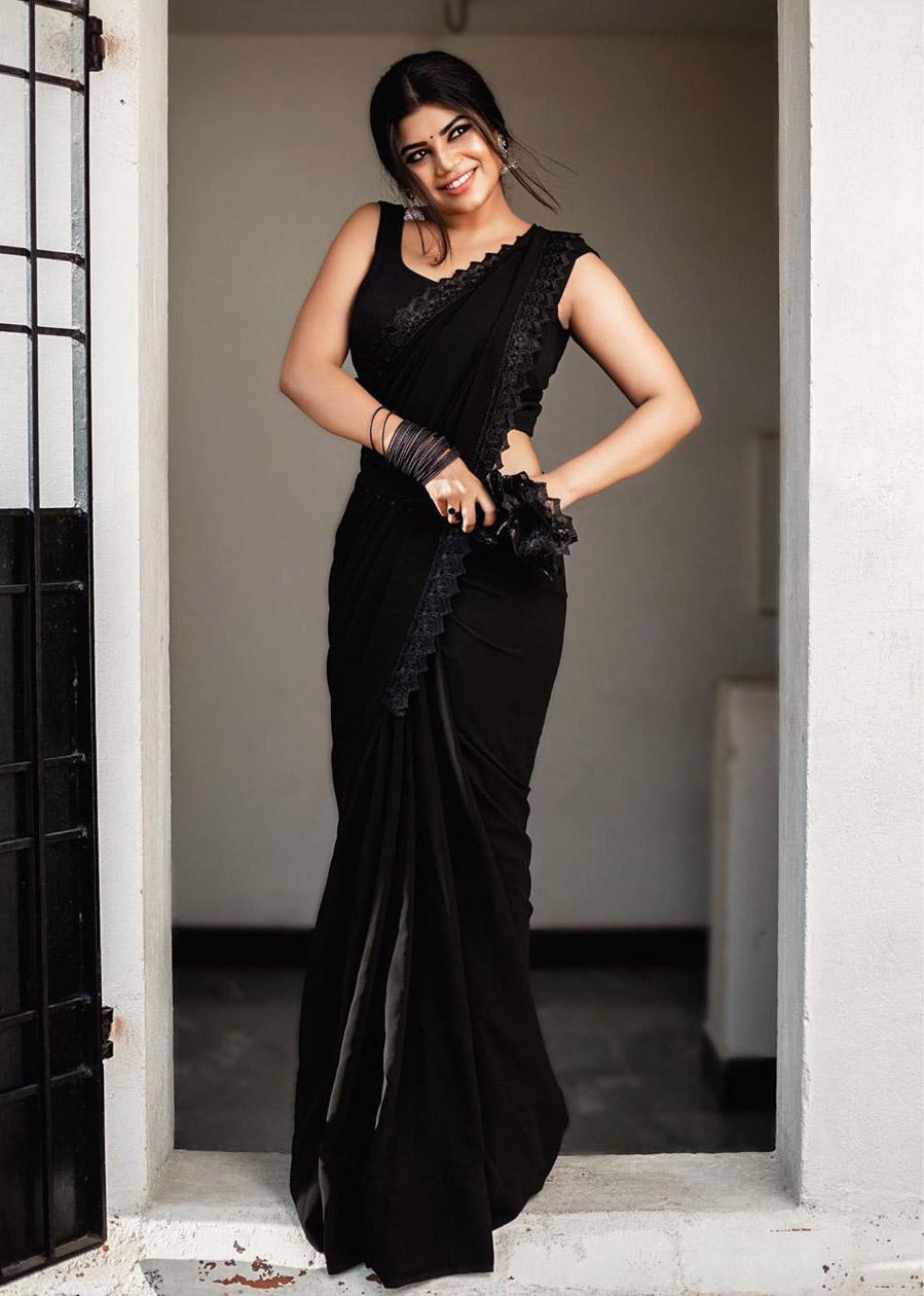 Suju Vasan Saree Photos