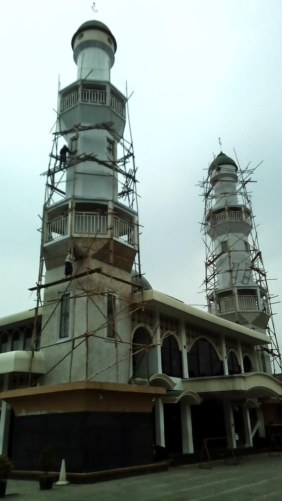 Cat menara masjid al ikhlas pondok gede