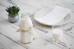 Susu Utuh Vs. Skim: Mengapa Susu Penuh Lemak Mungkin Bukan Musuh