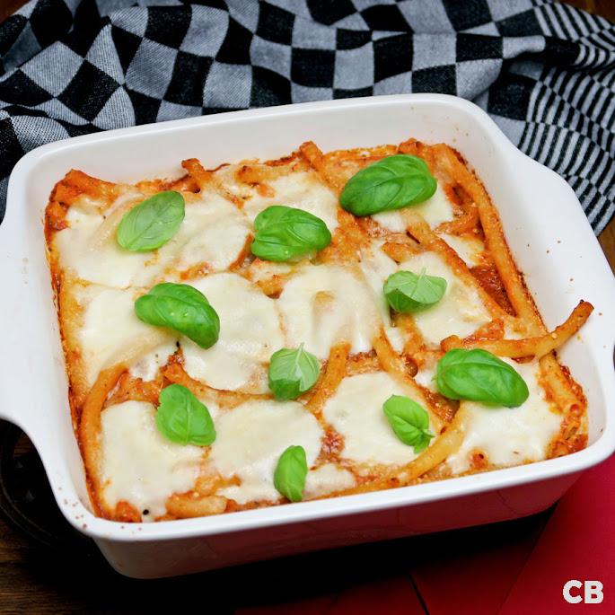 Recept: zo maak je zelf pasta-ovenschotel met tomaat-basilicumsaus, pancetta en mozzarella