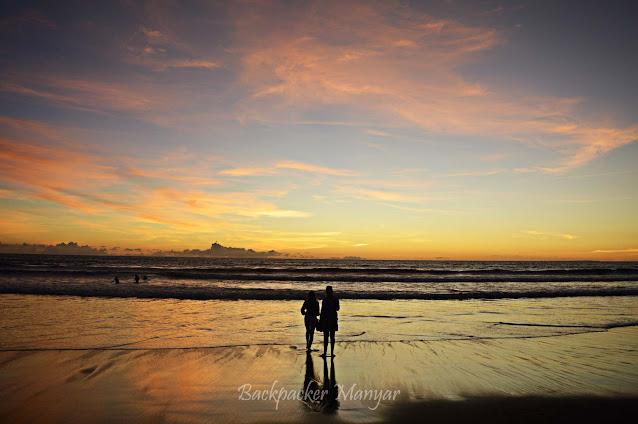 Pesona senja di Pantai Batu Belig Bali