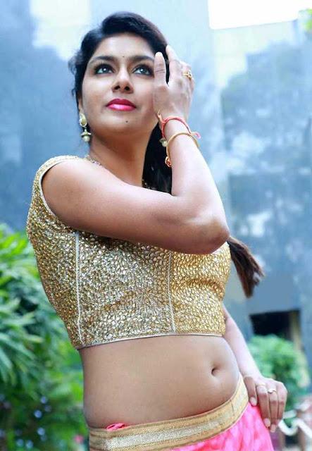 Akshatha Navel Show from Nanbargal Narpani Mandram Movie 9.jpg