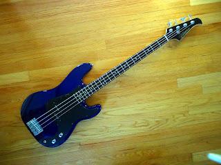 Silvertone LB11 bass