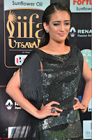 Akshara Haasan in Shining Gown at IIFA Utsavam Awards 2017  Day 2 at  31.JPG