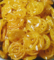 Serving hot crisp Jalebi with nuts for jalebi recipe
