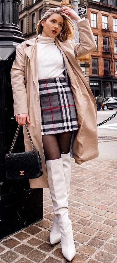 Chic and Cute Mini Skirt Outfits are back again. See these 27 Cutest Outfit Ideas with Mini Skirt. Cute Outfit Ideas via higiggle.com #fashion #miniskirts #skirt #cute