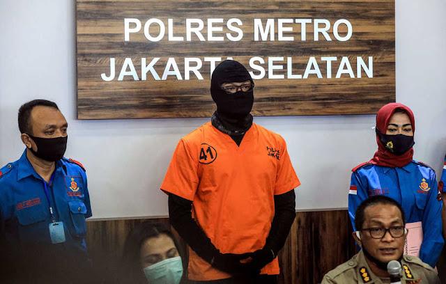 Adi Sasono saat berada di Polres Metro Jaksel