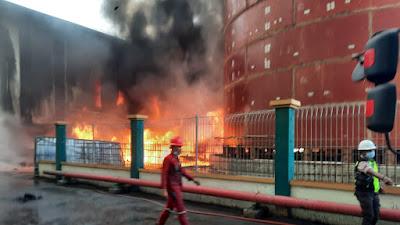 Asap Hitam Mengepul, Area Penumpukan Batubara di Teluk Bayur Terbakar