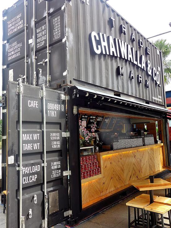 restaurant outdor dengan konsep bangunan kontainer