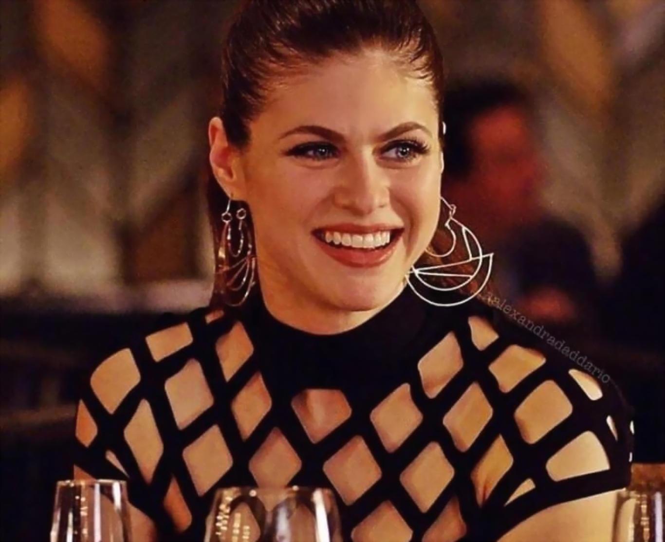 Alexandra Daddario Hot Outfit HD Wallpaper