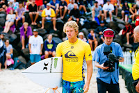 45 John John Florence heading out for Heat 2 of the Quarter Finals at the Quik Pro Gold Coast Australia quiksilver pro gold coast 2017 foto WSL Ed Sloane