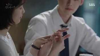 Sinopsis While You Were Sleeping Episode 16