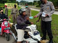 TNI-POLRI DAN SATPOL PP PALARAN MEMBAGIKAN MASKER KEPADA WARGA DALAM KEGIATAN OPERASI YUSTISI