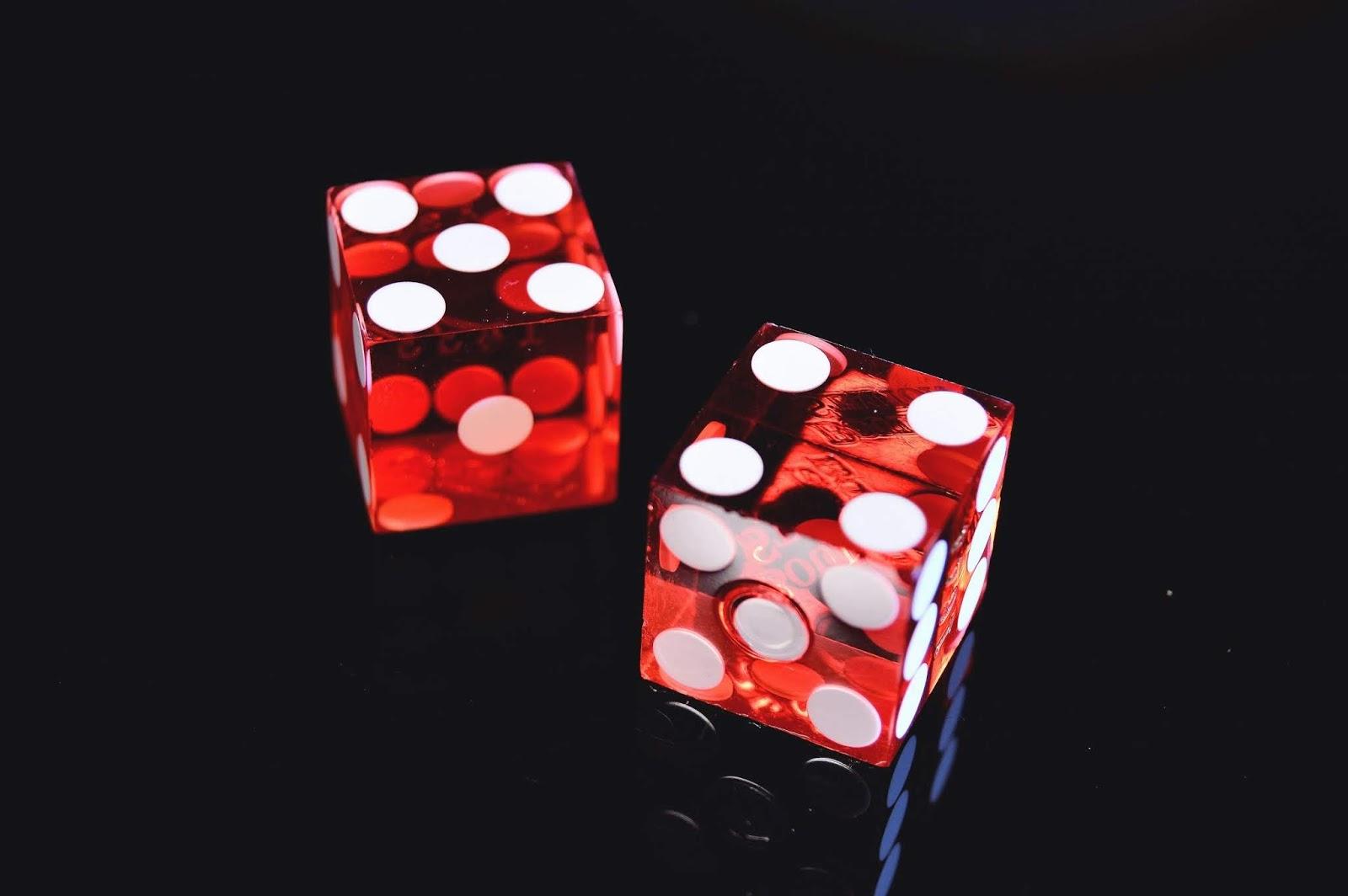 Plus-Minus-Interesting | Das Leben ist und bleibt ein Würfelspiel