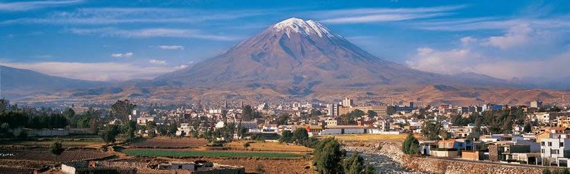 El Volcán Misti con la ciudad de Arequipa a sus pies