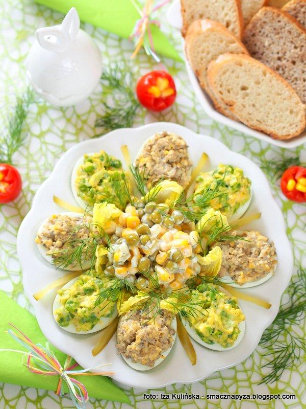 jajka z farszem, farsz pieczarkowy, farsz z zielonego groszku, sniadanie wielkanocne, jajeczko wielkanocne,