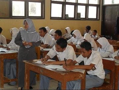 Rasio Siswa SMA per Guru Sertifikasi adalah 20:1, Rasio Siswa MA per Guru Sertifikasi adalah 15:1