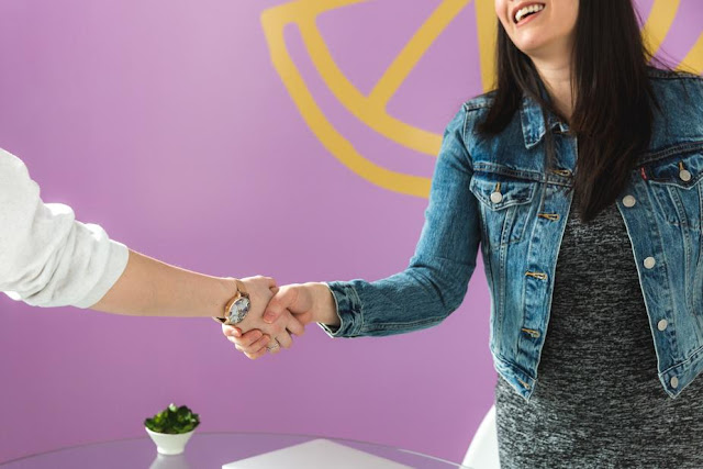 Tetap Menjalin Komunikasi dengan Pelanggan Anda, Begini Cara yang Paling Efektif