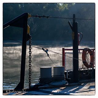 Tápéi komp fedélzete a Maros folyón Szeged közelében