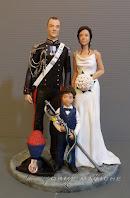 cake topper milano statuine per torte nuziali realizzate a mano sposo carabiniere sposa elegante orme magiche