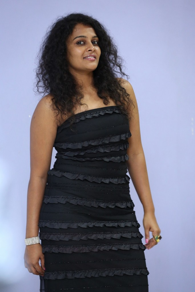Sonia Stills In Black Gown At Maaya Maal Film Pre Release Event